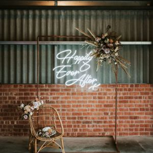 Neon signs letters Happily Ever After bruiloft verhuur