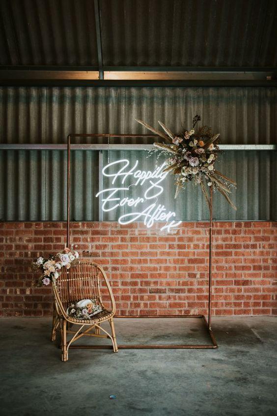 Neon signs letters Happily Ever After bruiloft verhuur
