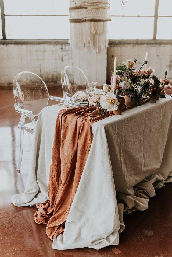 terracotta tafelloper tafelstyling met linnen bruiloft