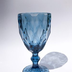 wijnglas vintage blauw verhuur babyshower bruiloft diner tafelstyling