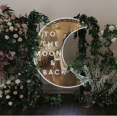 neon lichtletters to the moon and back